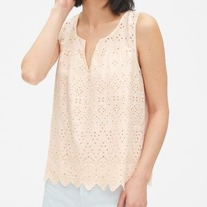 🆕️GAP Eyelet Embroidered top